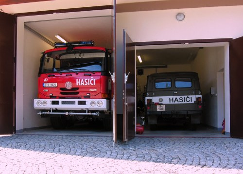 Renovation of garages at the integrated response building of the volunteer firemen and municipal police for the Town of Karlova Studánka