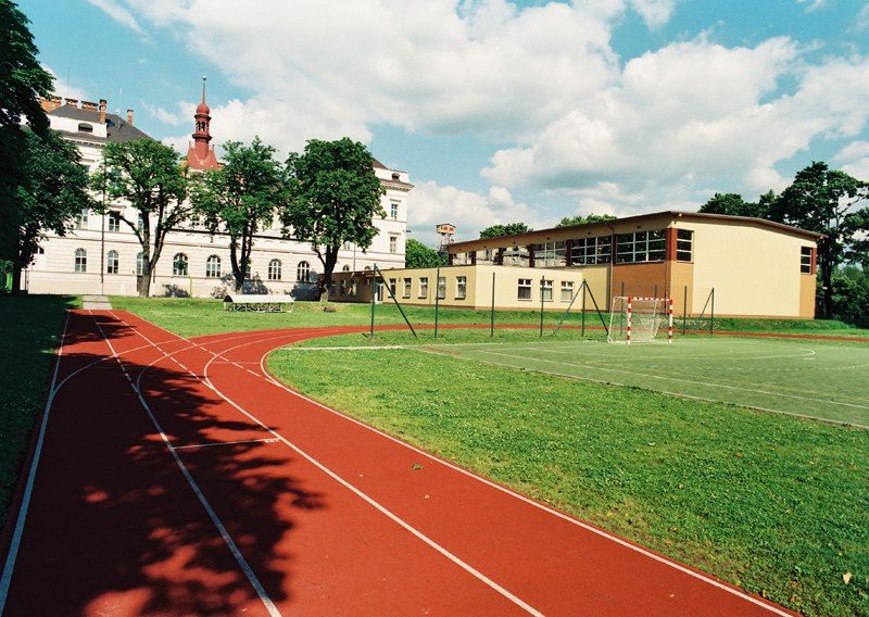 Building of a sports hall, sports grounds and cantine – L.Janose High School in Holesov